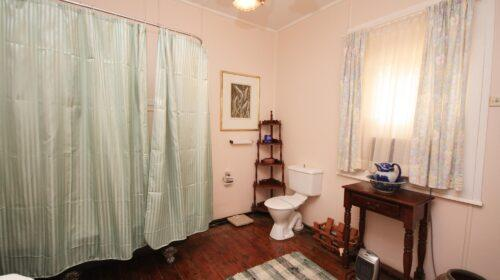 bourke-accommodation-executive-room-3 (12)