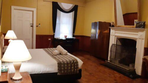 bourke-accommodation-executive-room-3 (4)