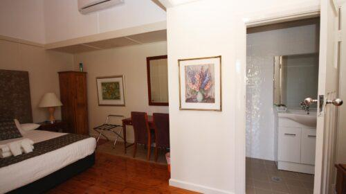 bourke-accommodation-standard-room-27 (9)