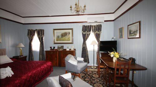 bourke-deluxe-accommodation-2bed-king-single-room-14 (12)
