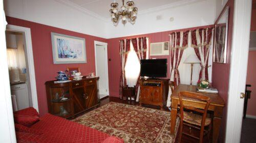 bourke-deluxe-accommodation-2bed-king-single-room-15 (10)