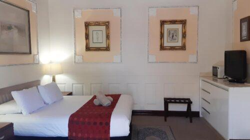 bourke-deluxe-accommodation-2bed-king-single-room-16 (5)