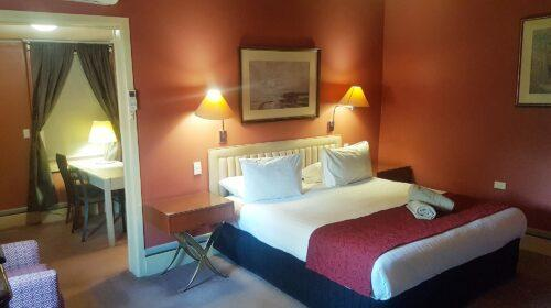 bourke-deluxe-accommodation-king-room-18 (1)